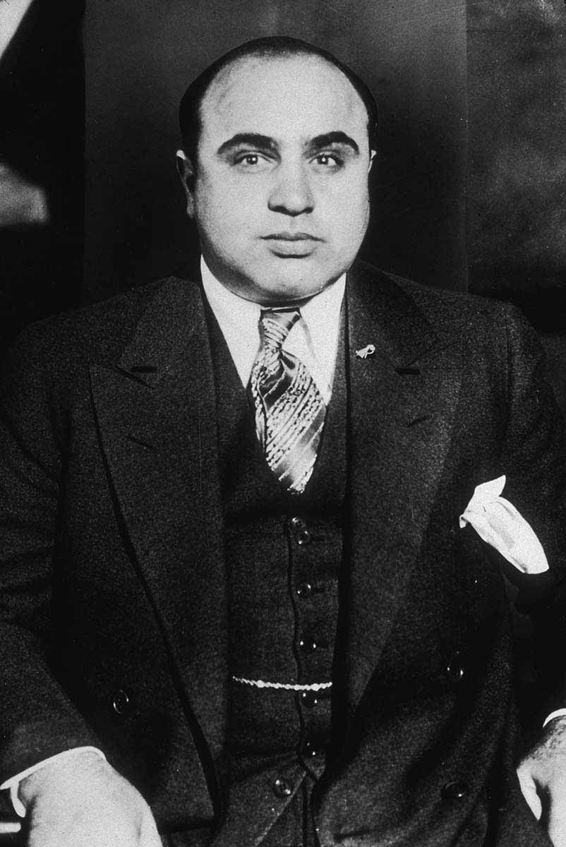 a short biography of americas famous gangster al capone