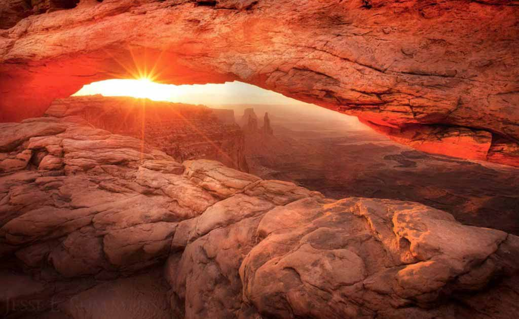 Sunrise at Canyonland's Mesa Arch in Utah