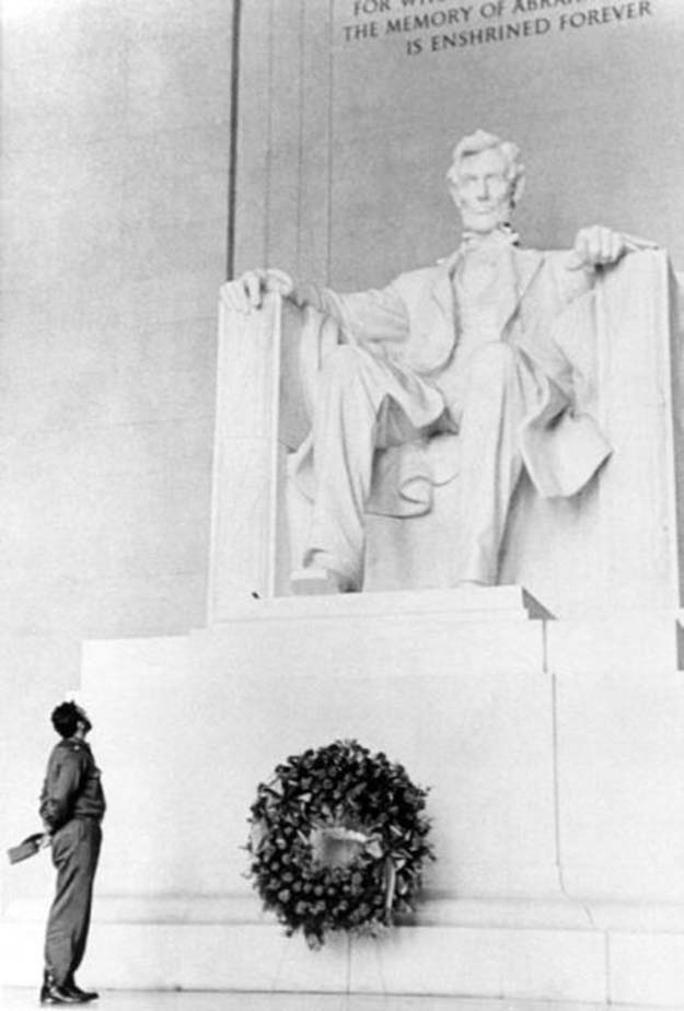 Fidel Castro at the Lincoln Memorial