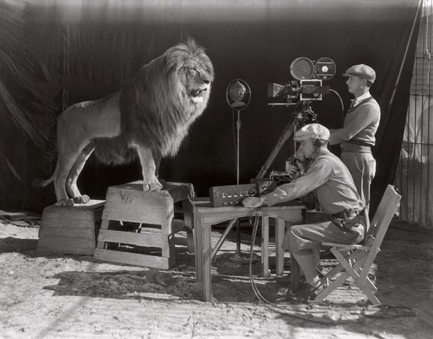 The beginning of the Hollywood era: the filming of the MGM screen credits, 1928