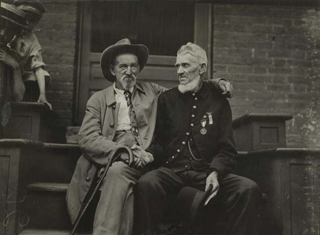 Two Civil War veterans from both sides shake hands at Gettysburg -1913