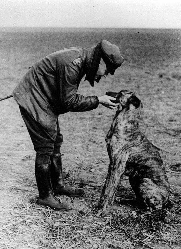 German flying ace, 'The Red Baron' and his dog (1916)