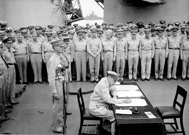 Douglas MacArthur signs formal surrender of Japan (1945)