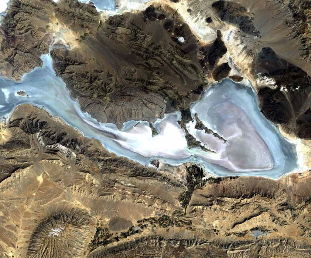 Lake Bakhtegan (center) and Lake Tashk (top), situated in the Neyriz Basin, are salty lakes in the southeastern mountains