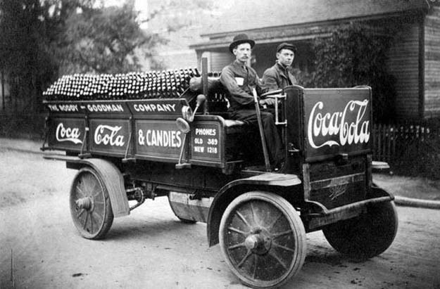 A Coca Cola company delivery truck in Knoxville, 1909