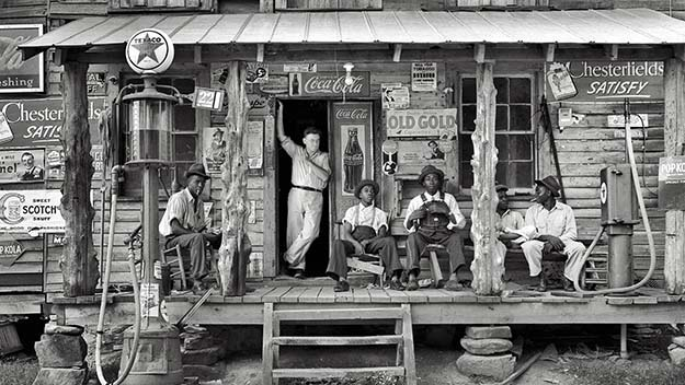 Country store on dirt road. Sunday afternoon. 1939