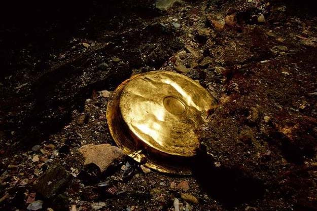 A gold vessel, which is a shallow dish used throughout the Hellenistic world for drinking
