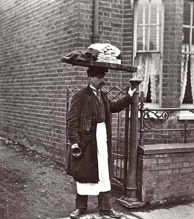 The Muffin man in 1910 London