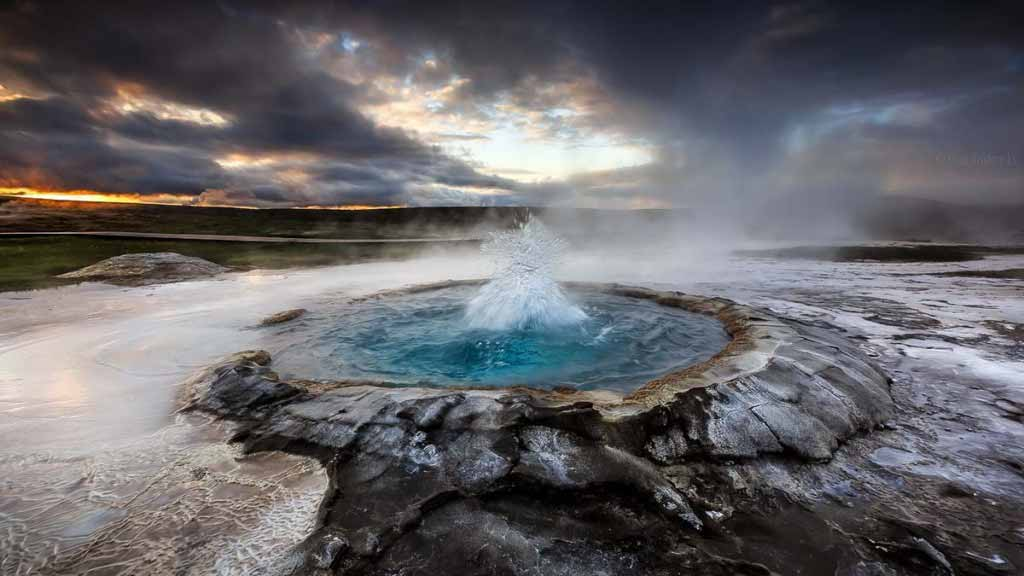An Icelandic geyser beginning to erupt