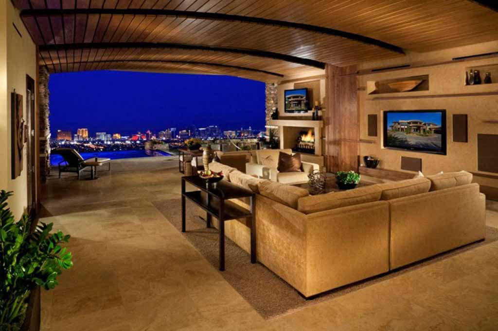 I'd love to stay in this room in Las Vegas, with amazing view of the Strip…