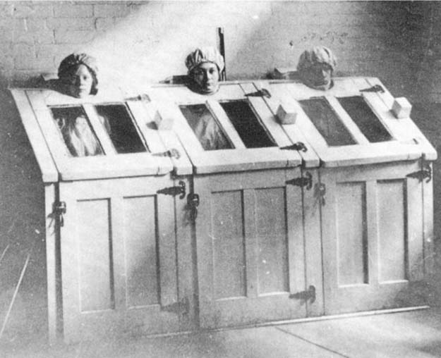 Patients in steam cabinets around 1910