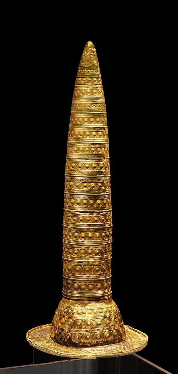 Berlin Gold Hat – 490 grams of gold, overall height 745 mm, average thickness 0.6 mm. Made in the Late Bronze Age, circa 1,000 t