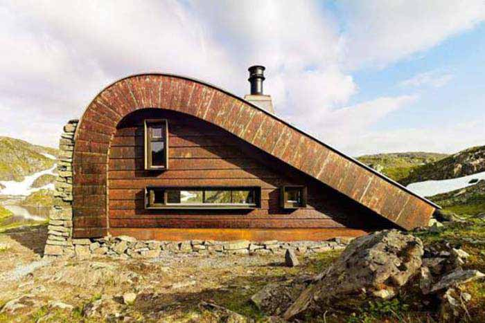 HUNTING LODGE THAT BLENDS IN WITH THE NORWEGIAN LANDSCAPE