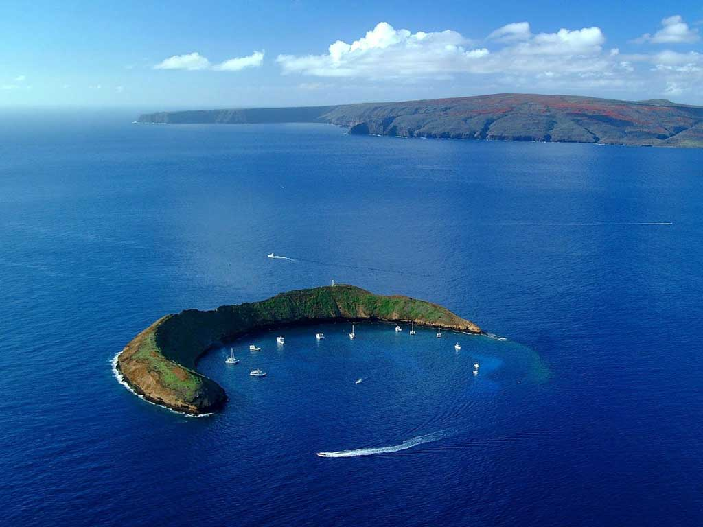 the molokini crater in hawaii