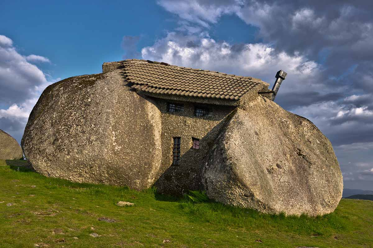 Stone House (Guimarães, Portugal)