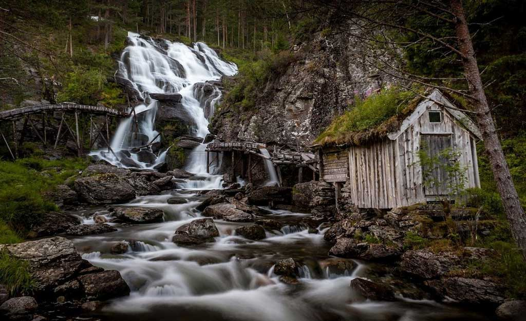 Kvednafossen Waterfall