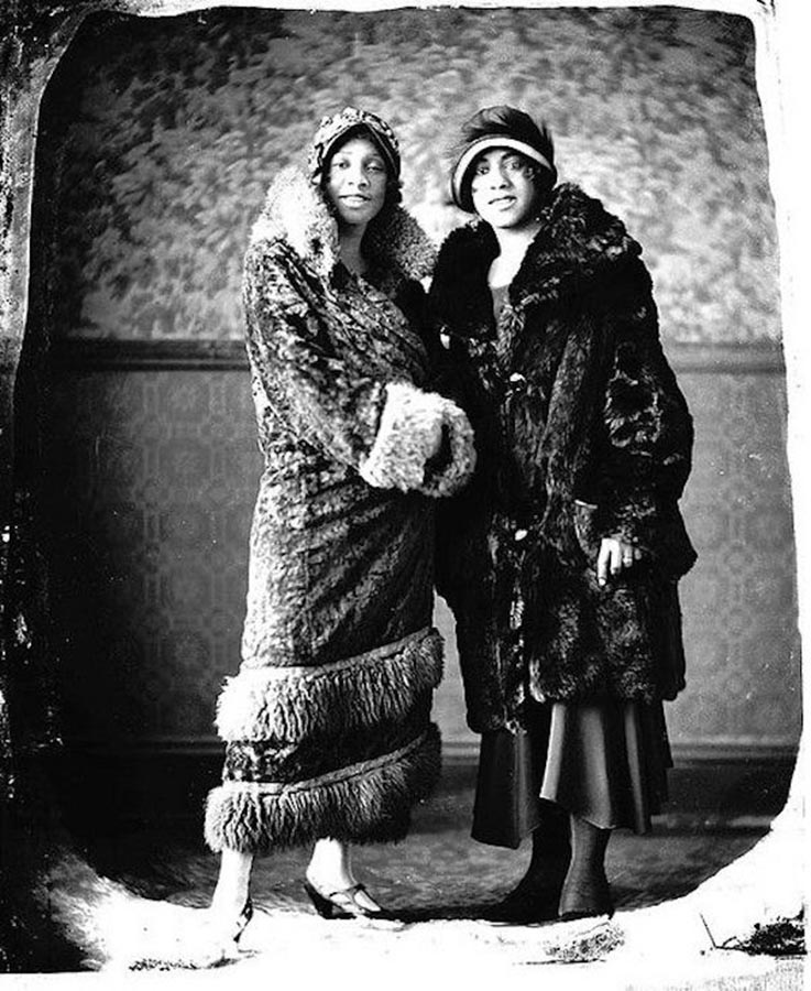 A couple of fashionable women, 1920s