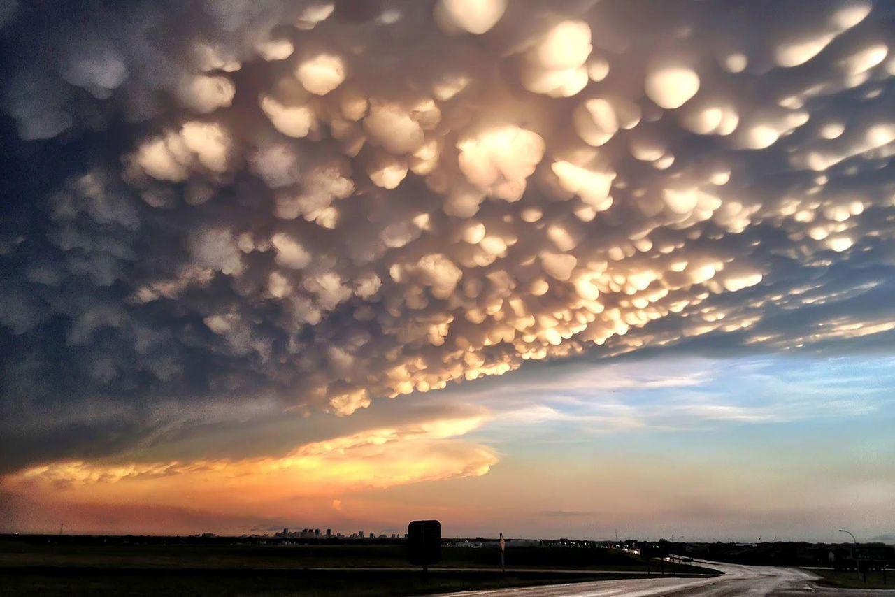что вымеобразные облака фото черно-белых